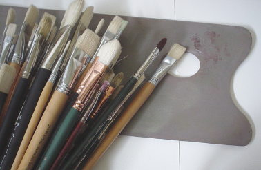 Various oil painting brushes perform differently